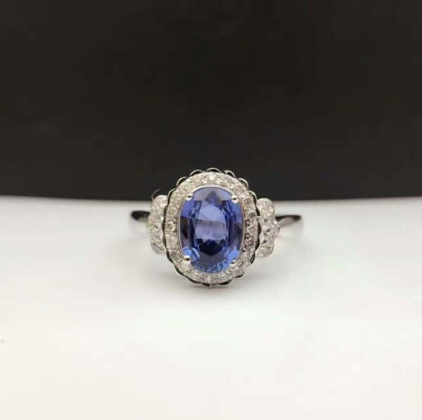 Madaame Wedding/Engagement Ring featuring an 18K Gold 1.259ct Natural Sapphire stone from Madaame.co.uk