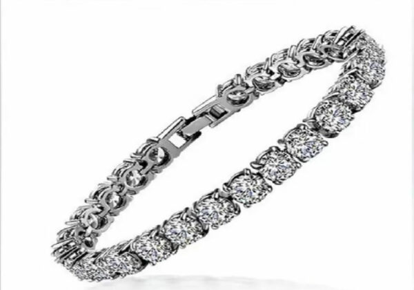Madaame Round Diamond 18K White Gold Cover Bracelets Bangles